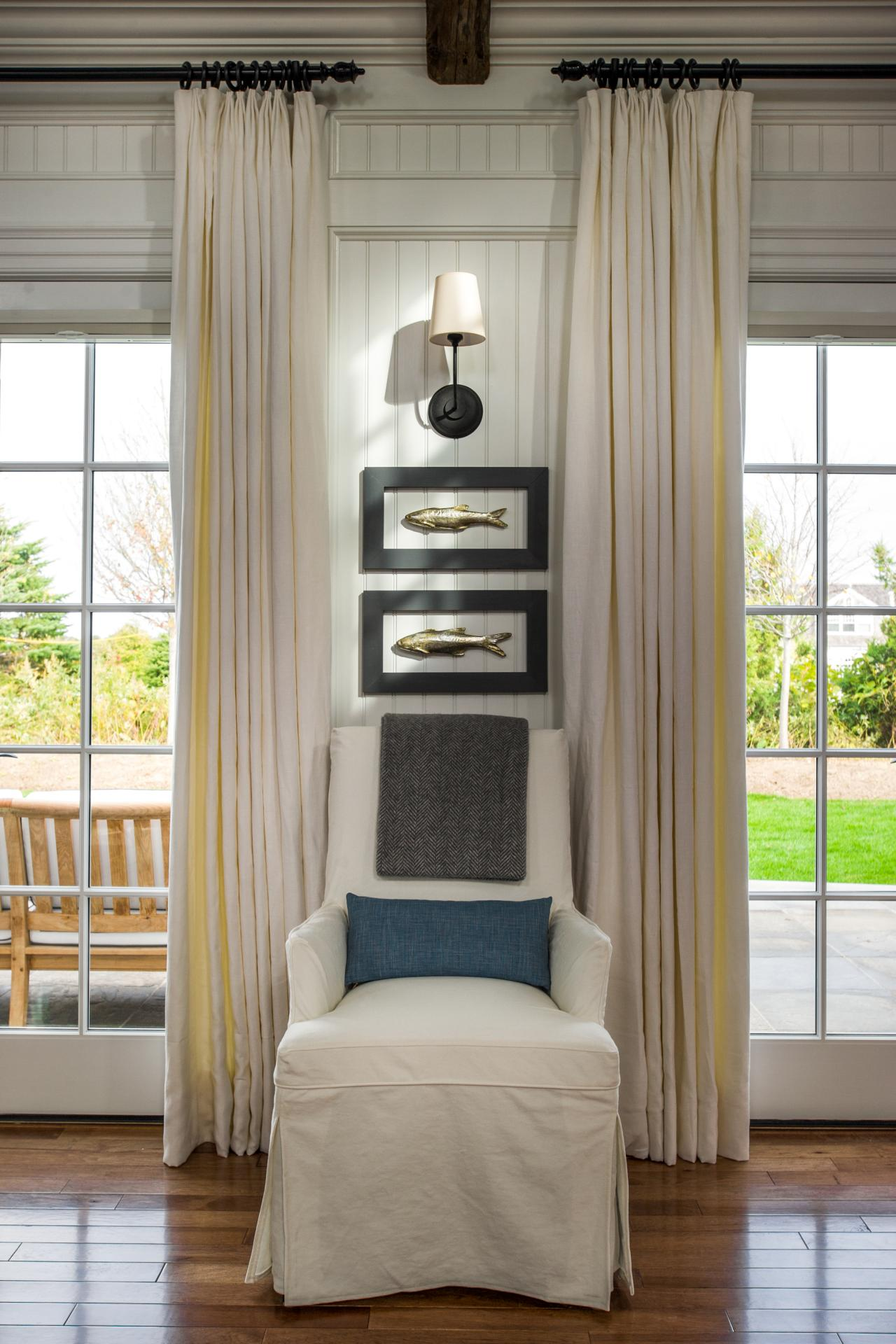dh2015_great-room_white-side-chair-blue-pillow_v.jpg.rend.hgtvcom.1280.1920