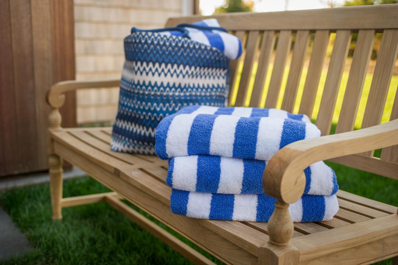 dh2015_outdoor-shower_blue-white-striped-towels-bench_h.jpg.rend.hgtvcom.1280.853